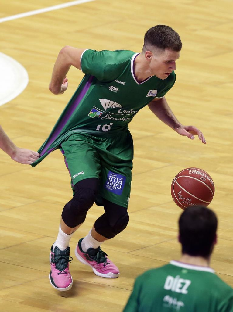 Whittington agarra de la camiseta a Nedovic