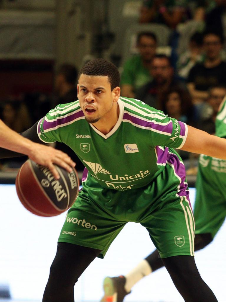 McCallum defendiendo a San Miguel