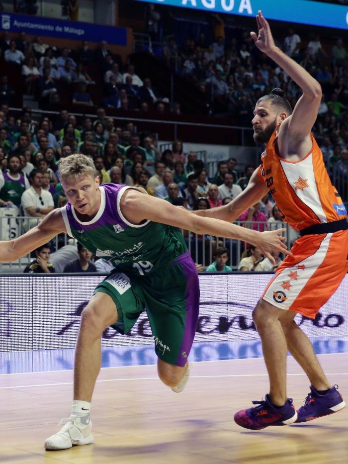 Kuzminskas intenta superar a Diot